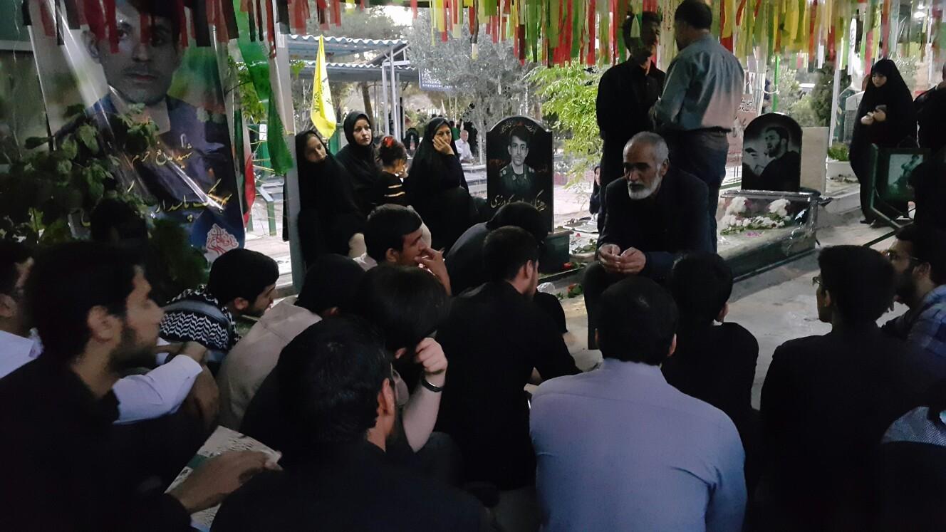 پدر شهید معز غلامی در حال روایتگری برای بچه های بسیج دانشجویی دانشگاه امام صادق علیه السلام