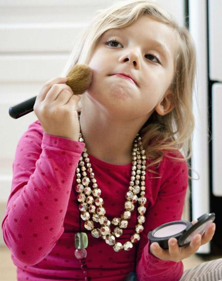 سن مناسب برای آرایش دختران can girls makeup