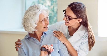 مزایا و خدمات استخدام پرستار برای سالمندان در منزل Elderly nurse