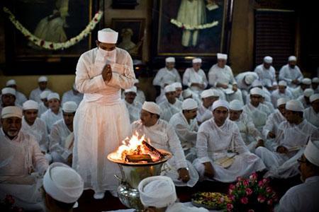 نماز در آیین زرتشت چگونه است؟ Zoroastrian prayer