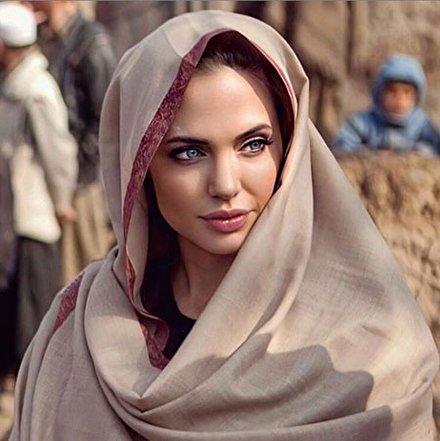 عکس و بیوگرافی بیوگرافی آنجلینا جولی Angelina Jolie